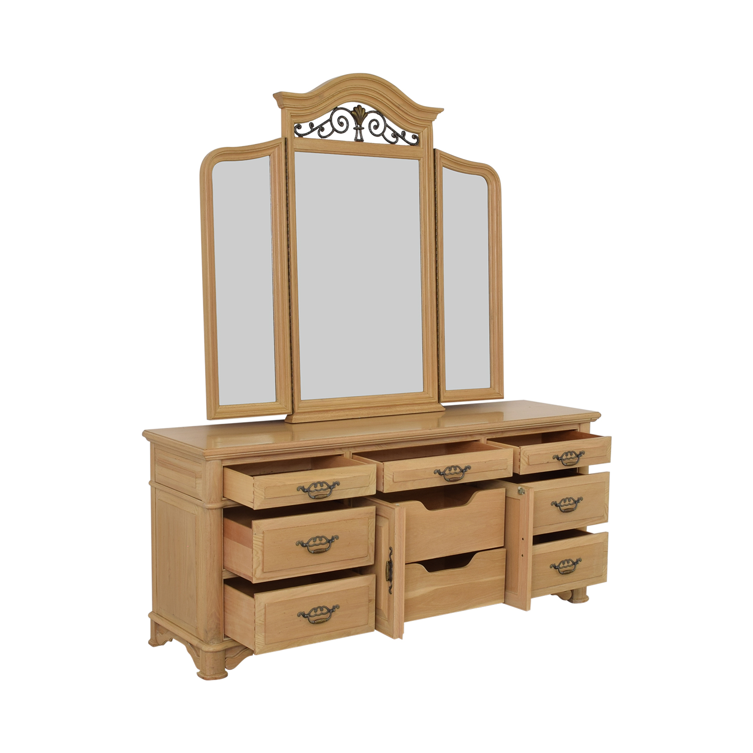 Thomasville Thomasville Triple Dresser with Mirror coupon