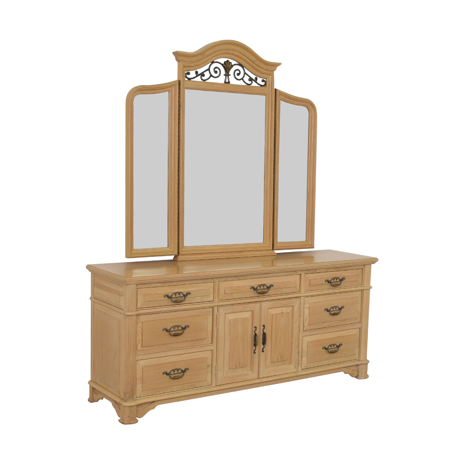 Thomasville Thomasville Triple Dresser with Mirror Dressers
