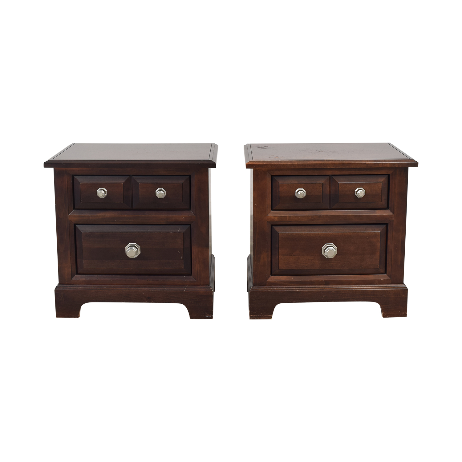 Vaughan-Bassett Raymour & Flanigan Nightstands Tables