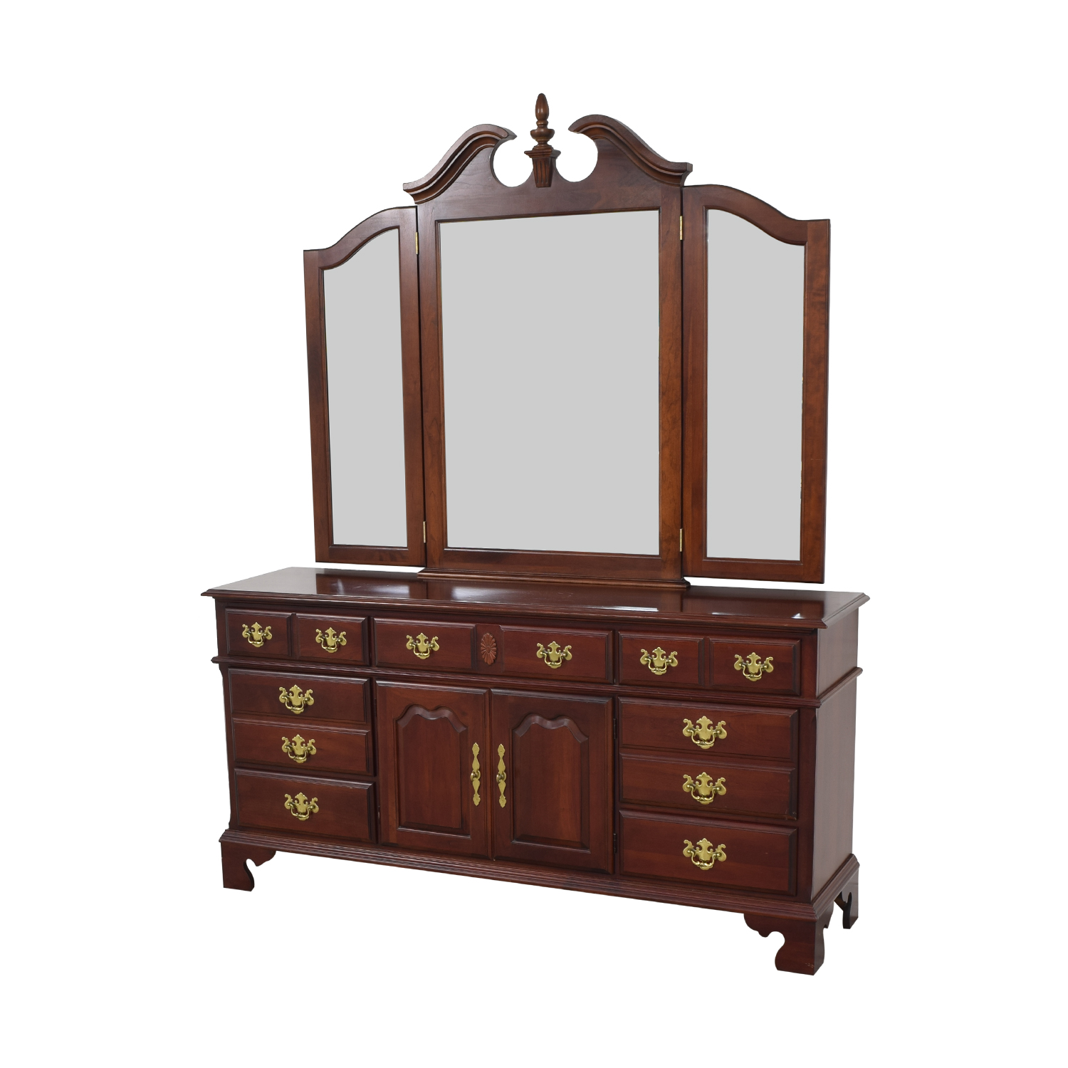Pennsylvania House Pennsylvania House Seven Drawer Dresser with Cabinets pa