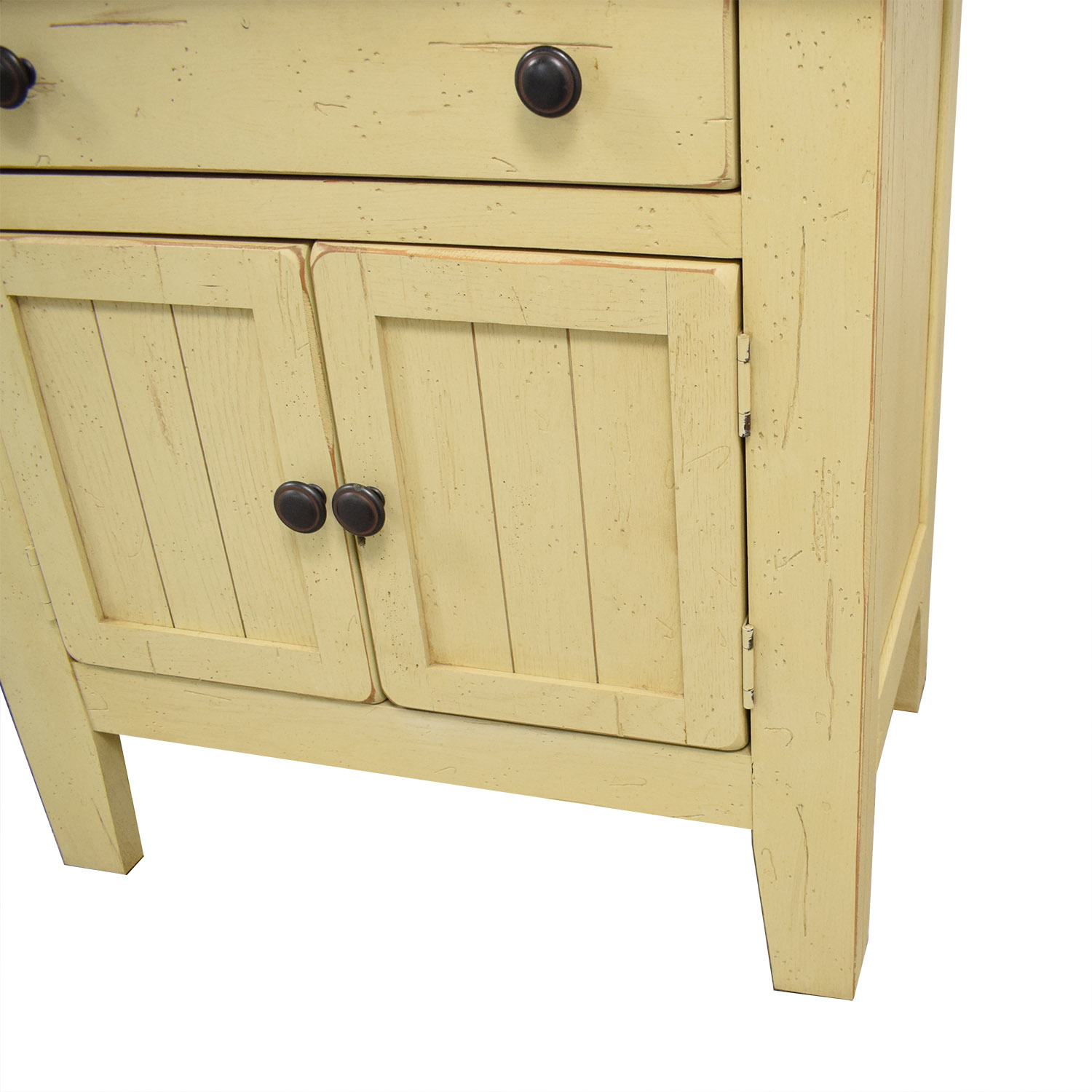 Picture of: 56 Off Broyhill Furniture Broyhill Attic Heirlooms Door Night Stands Tables