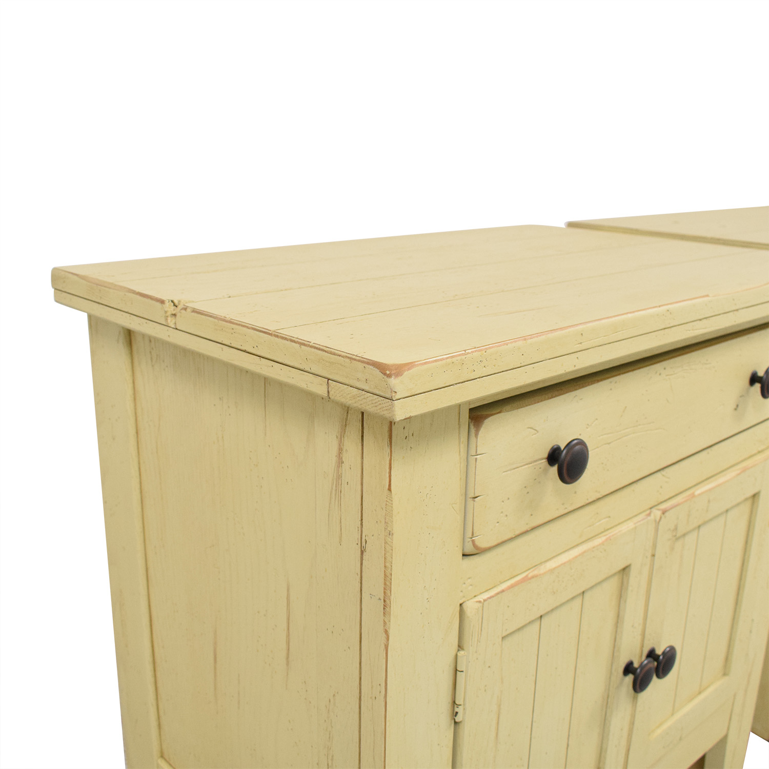 56 Off Broyhill Furniture Broyhill Attic Heirlooms Door Night Stands Tables