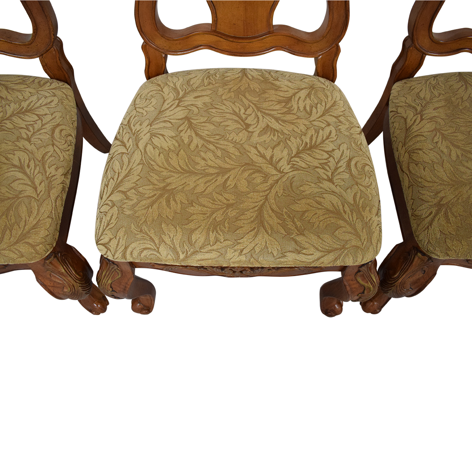 Raymour & Flanigan Carved Dining Chairs / Dining Chairs
