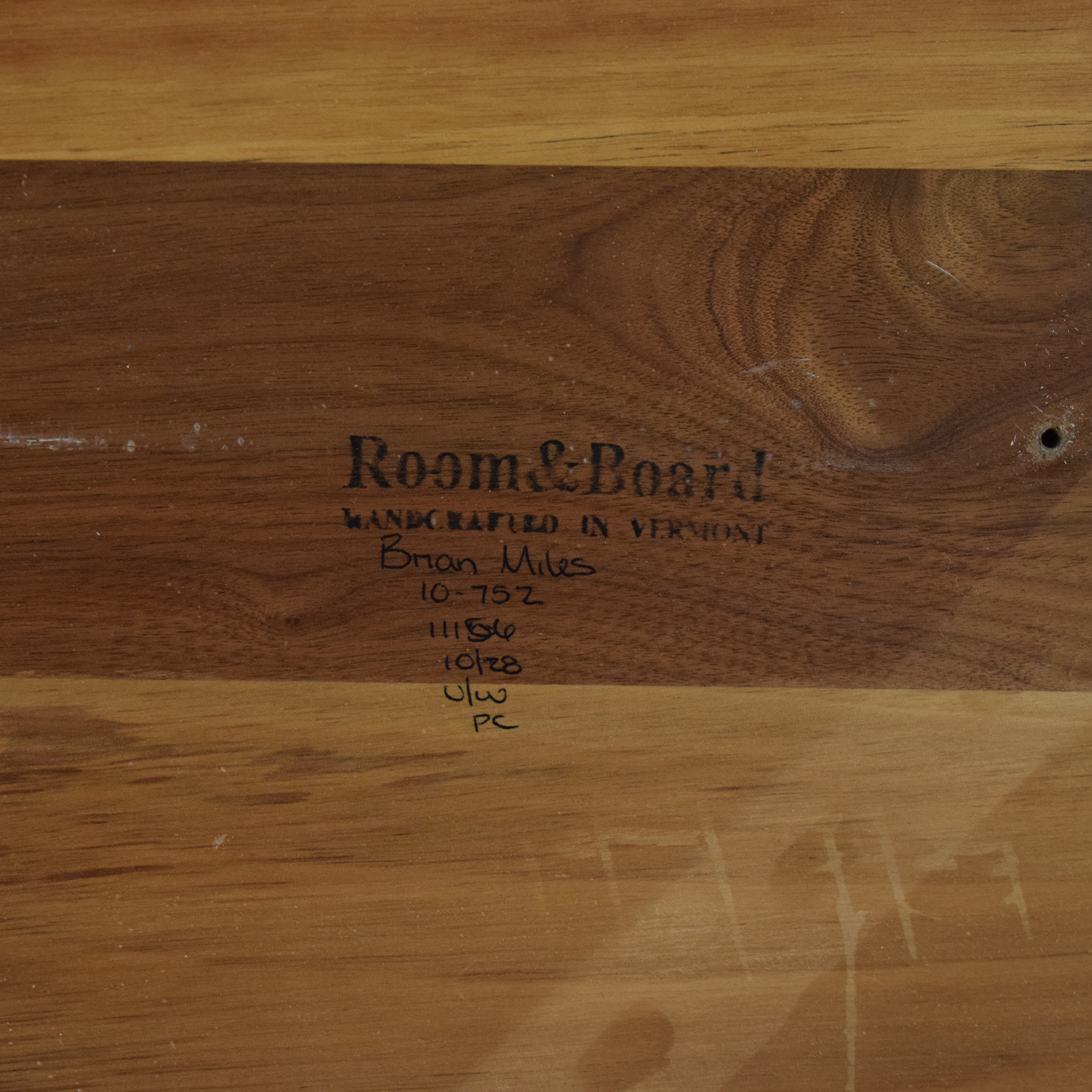 Room & Board Room & Board Aria Round Dining Table ct